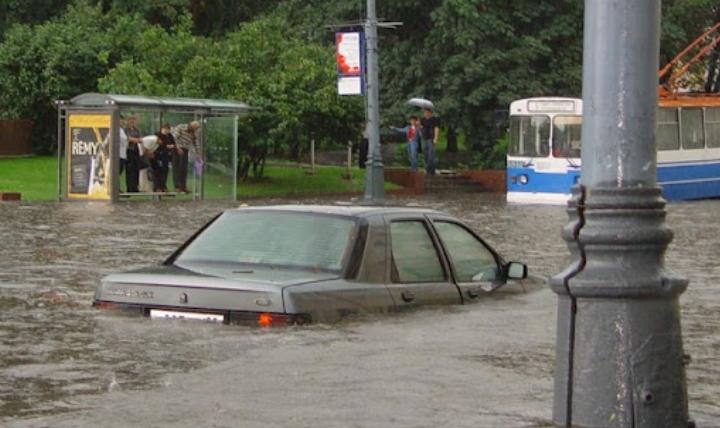 Какой уровень воды безопасен для машины, а когда заводить ее даже не следует