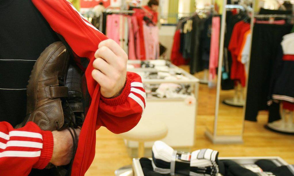 Почему в США кражи из магазинов стали привычным явлением, а охрана не препятствует этому: видео
