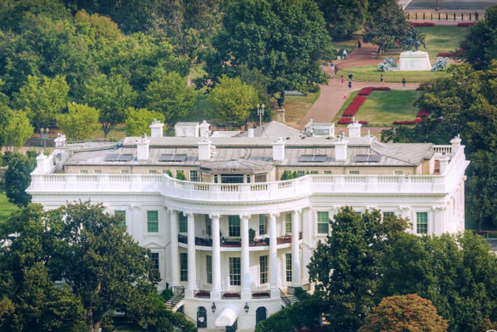 Как бы мог выглядеть Белый дом, если бы проекты архитекторов в свое время не отклонили