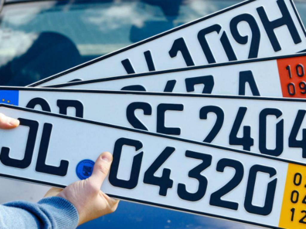 В России существуют автомобильные госномера без триколора. А какие номера на машинах в Германии и что они обозначают