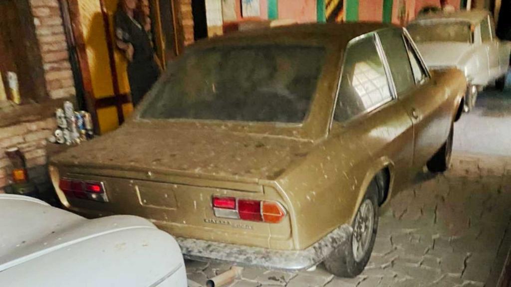 Бразилия: подростки пробрались в заброшенное здание и нашли настоящую коллекцию автомобилей начиная с 1920 года выпуска