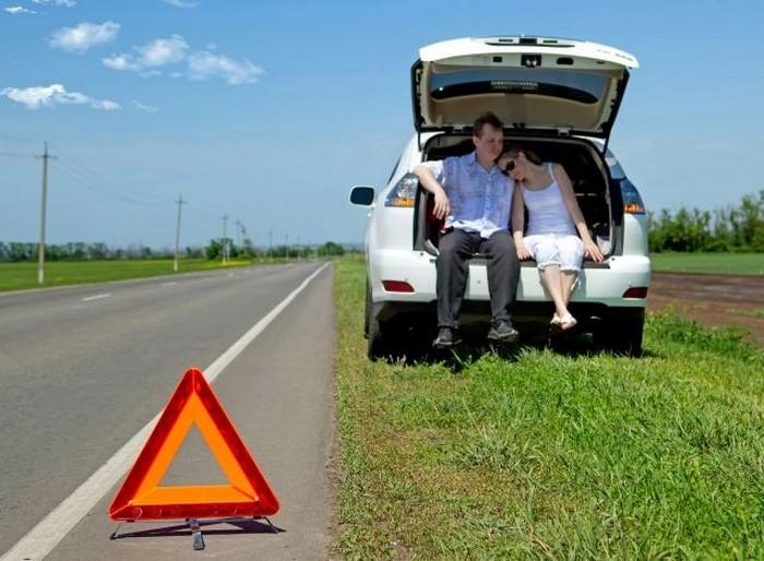Стоящие машины часто бьют на МКАДе. Как не стать жертвой остановки на шоссе
