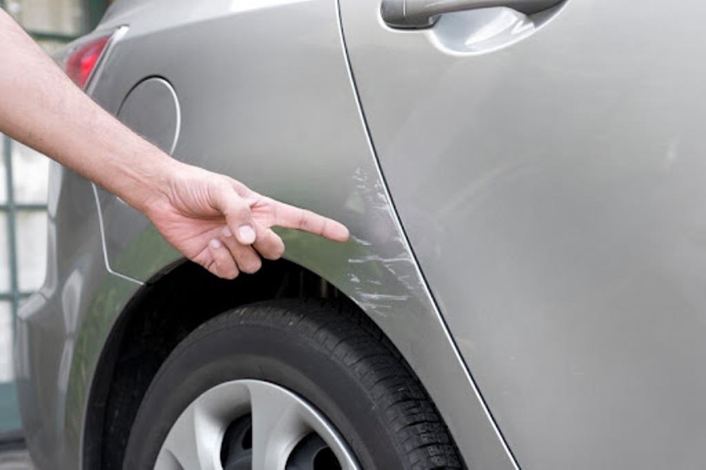 Расчет на то, что в замешательстве никто не будет разбираться: как обманывают водителей на парковках (5 схем мошенников)