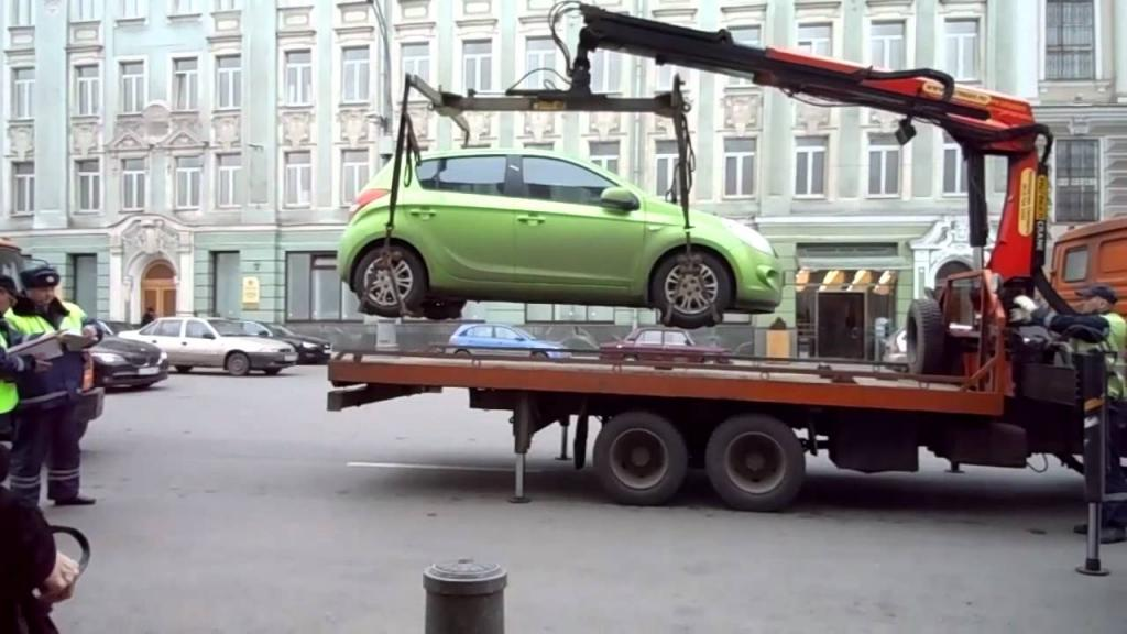 Более 3039 авто без номеров эвакуировали в Москве в 2021 г. Сложно ли заменить госномер автовладельцу