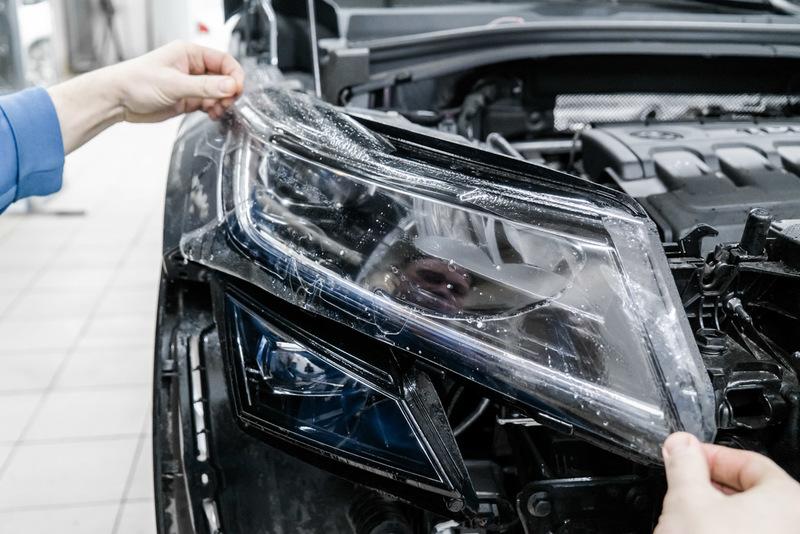 Любое вмешательство в конструкцию фар недопустимо: почему водителям не стоит обклеивать фары защитной пленкой