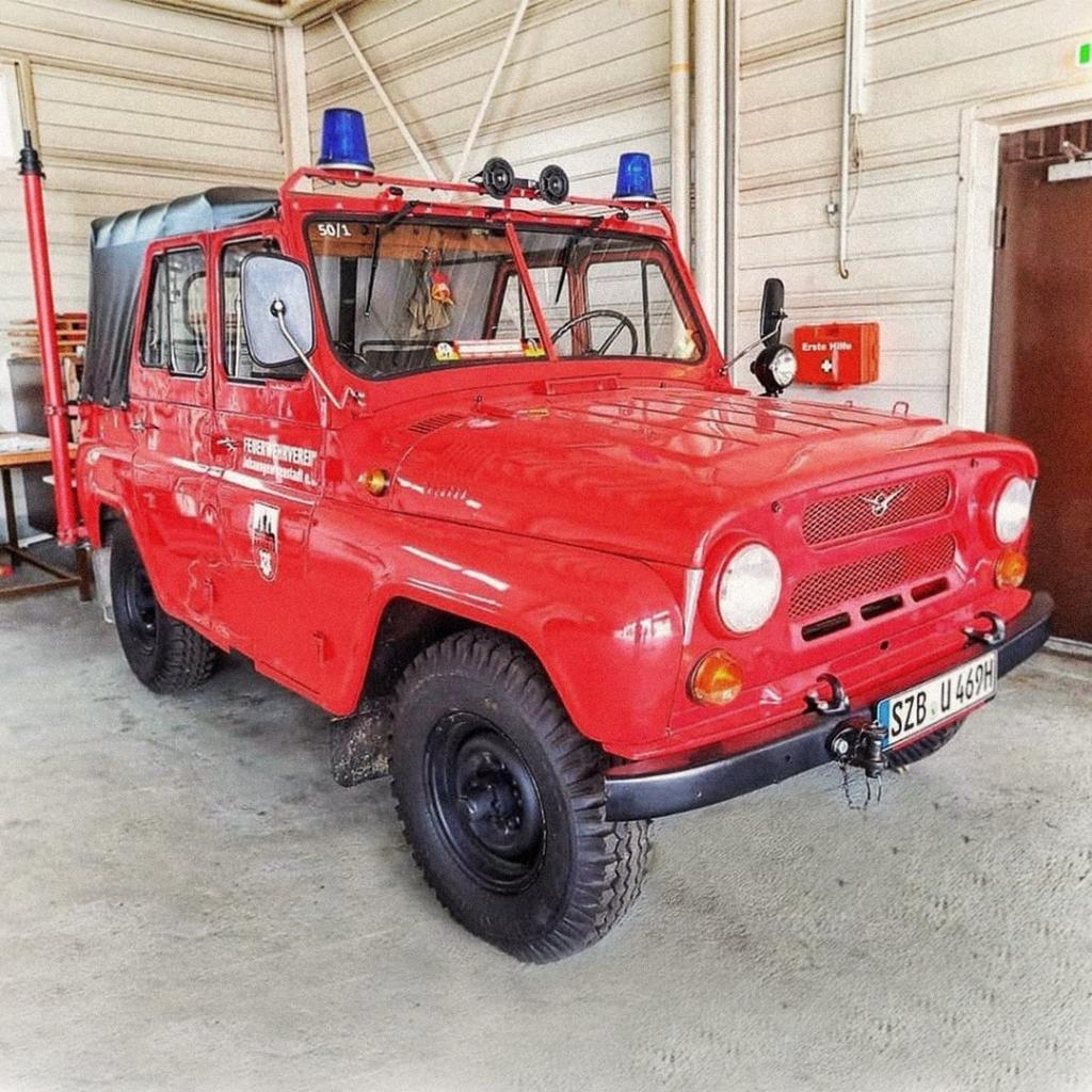 Пожарный УАЗ для огнеборцев Германии найден в частной коллекции. Автомобиль оборудован специальной трубой на корме для забора воды из гидранта