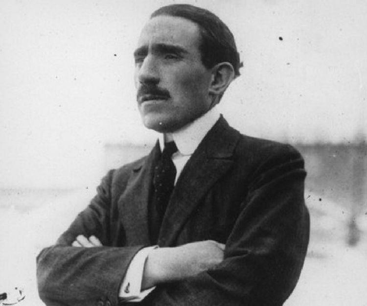 Работал над двигателями дома в гараже, а в итоге создал всемирно известную компанию: как Луи Рено и его братья стали производителями культовых автомобилей