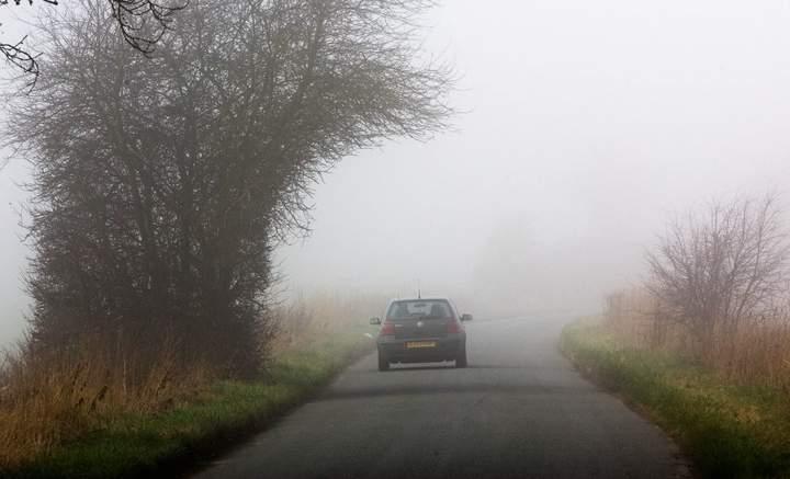 Скоро зарядят дожди, а солнца станет меньше: что может отсыреть в машине в такую погоду, как избежать проблем