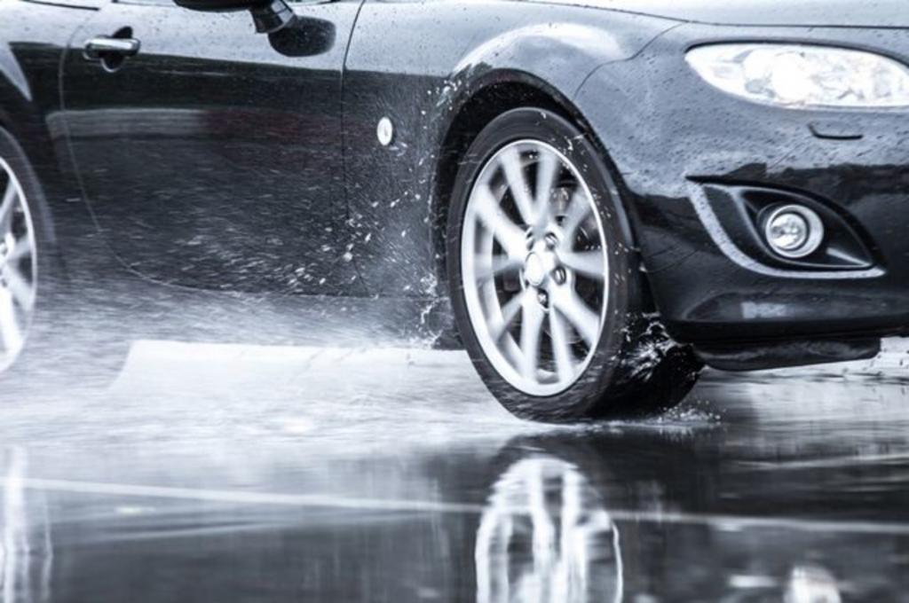 Осенняя эксплуатация автомобиля: как подготовить «ласточку» к сезону дождей. Следует прочистить отверстия, куда стекает вода со стекол и крыши