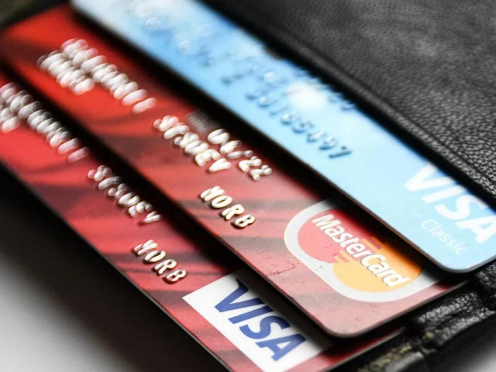 Менее заметно для заемщиков: банки резко подняли ставки по кредитным картам (максимум за последние 5 лет)