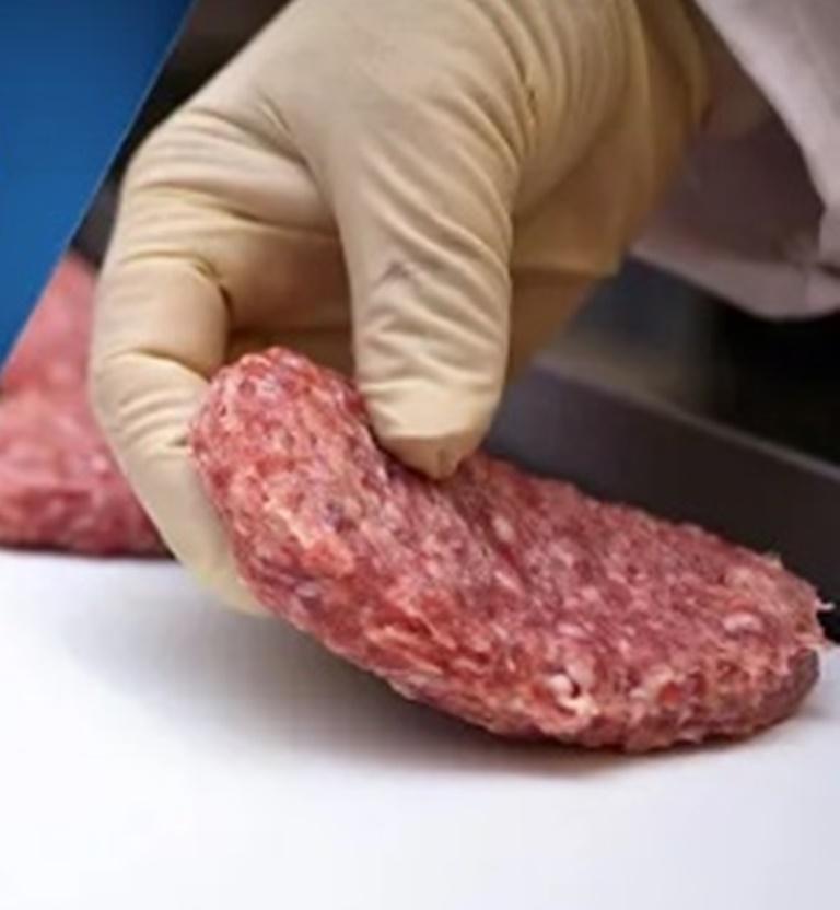 На 100 % произведенные в биореакторах: близкое будущее мясных продуктов