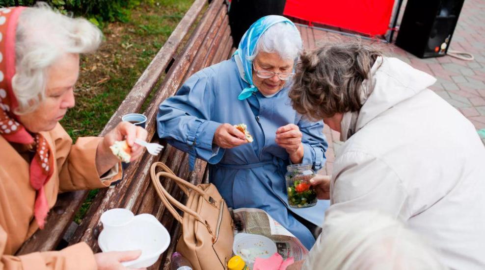 Коммуналка и проезд: эксперты назвали положенные россиянам старше 70 лет льготы и вычеты