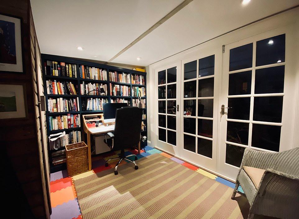 Формы для тортов, залитые бетоном; окна и двери с барахолки: как построить рабочий офис во дворе с нуля без больших затрат