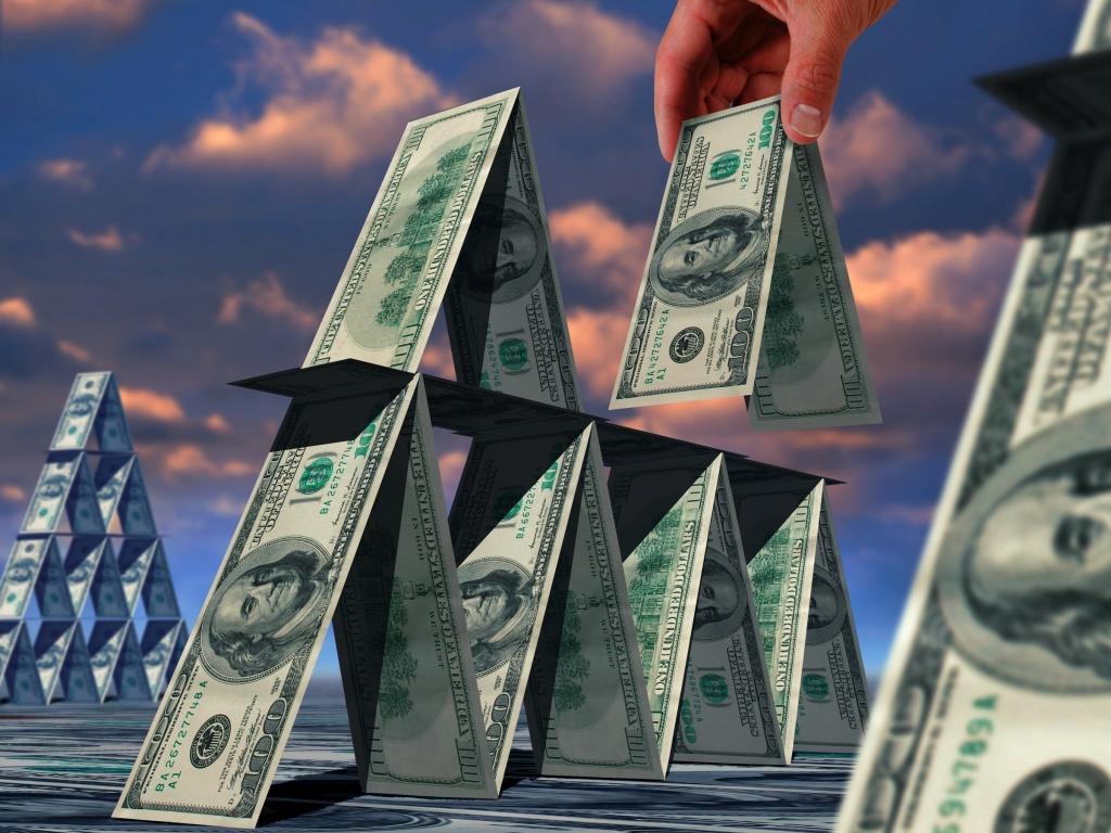 Предлагают слишком высокую зарплату: как распознать финансовую пирамиду и что делать, если попались на крючок
