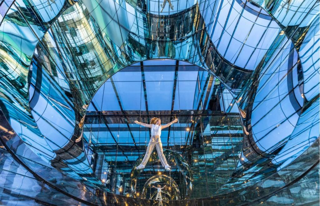 В Нью-Йорке откроют необычную смотровую площадку со стеклянными лифтами: фото