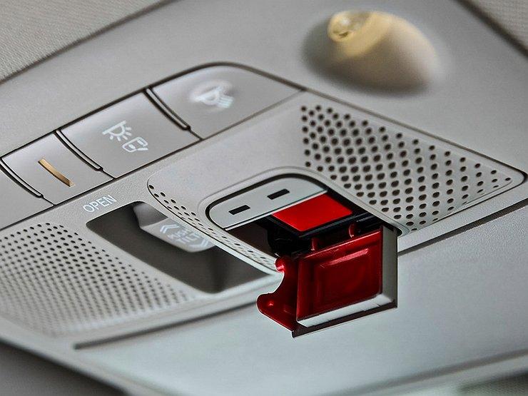 АвтоВАЗ прекратил комплектовать машины аварийной кнопкой ГЛОНАСС