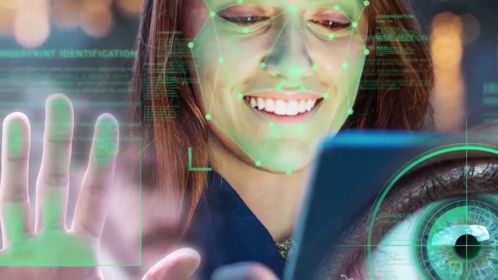 Россиянам посоветовали не сдавать биометрические данные: как их собирают и в чем главная опасность
