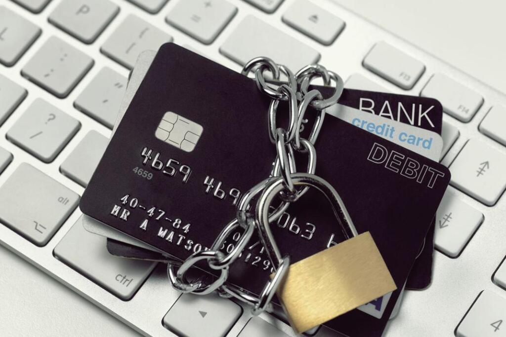 Больше ста тысяч не переводить: россиянам объяснили, за какие операции банк может заблокировать карту