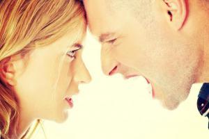 3 фразы, которые мгновенно успокаивают сердитых или эмоциональных людей