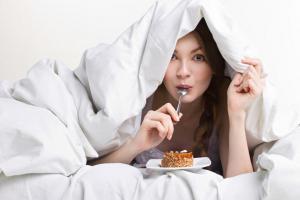 Хотите лучше спать? Не ешьте эти 9 продуктов на ночь!