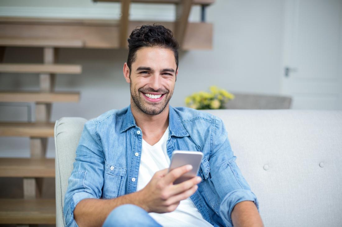 Фото улыбающегося мужчины
