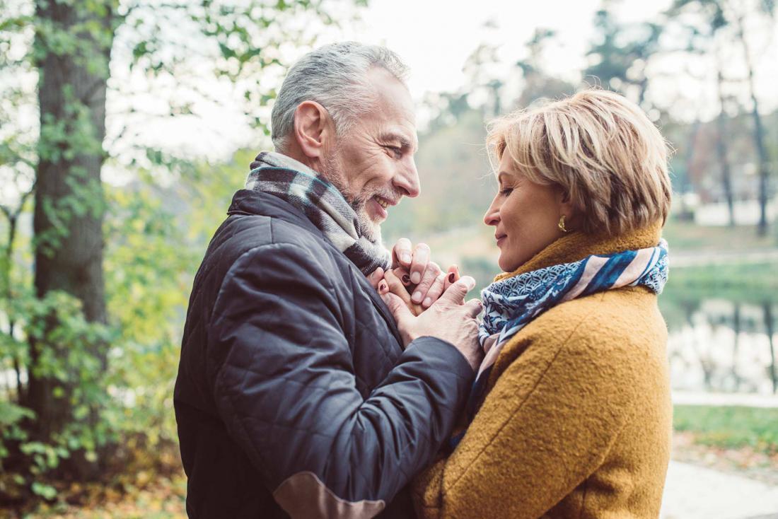 первой работой нежные отношения пожилых пар в фото места под строительство