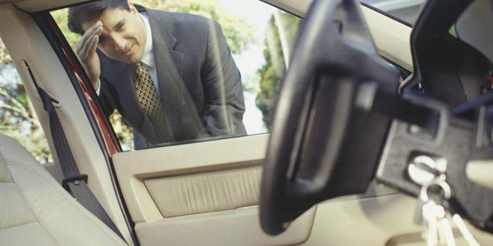 ключи внутри машины
