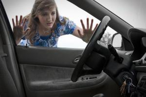 Забыли ключи в авто? Вот как открыть машину за 30 секунд без ключей