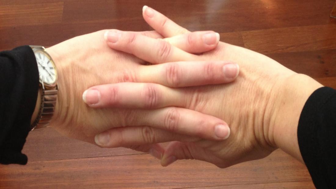 хрустят пальцы на руках фото там протолкнуться отдыхающих