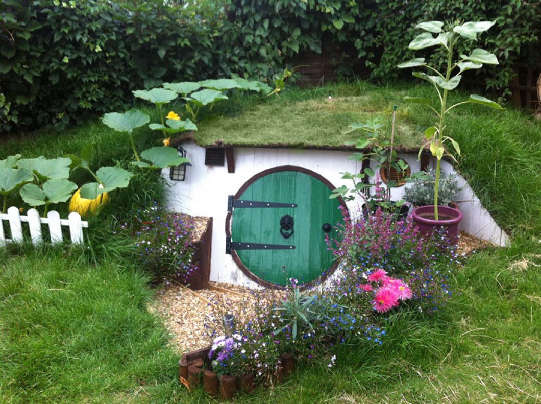 Домик хоббита в саду своими руками
