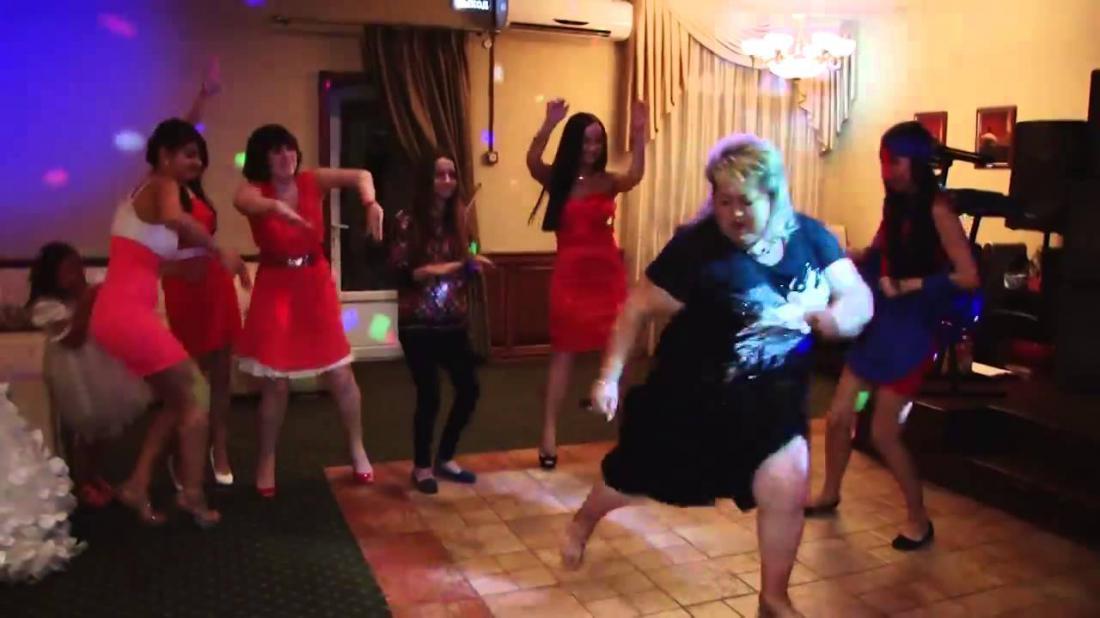 Видео как жена танцует перед свадьбой танцует мужу