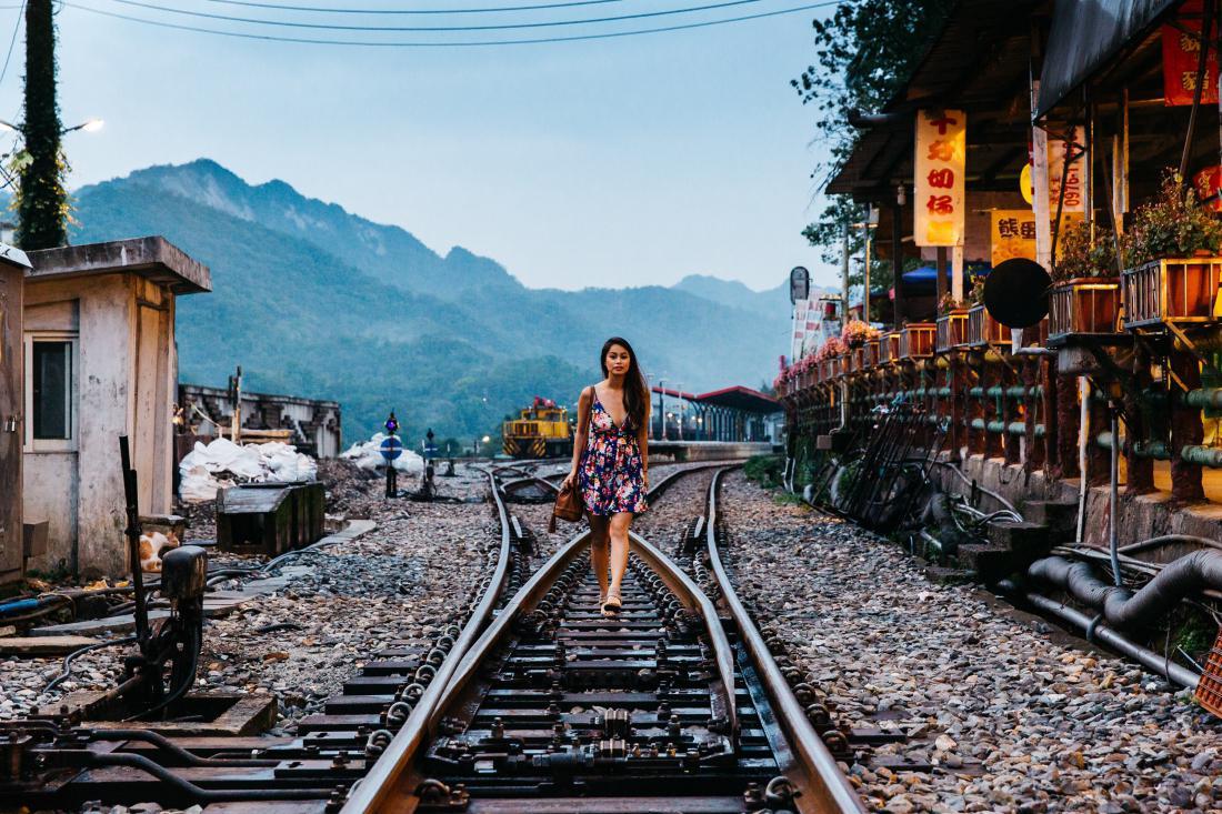 вариант окрашивания фотографии путешественников по тайваню для