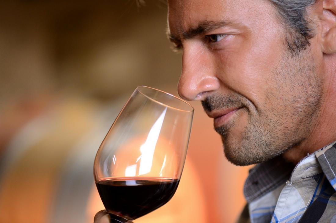 Пьет вино картинки