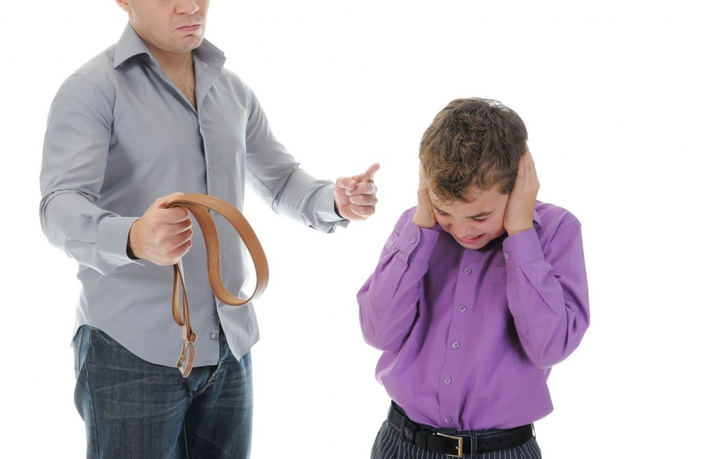 spanking children Spanking — usually defined as hitting a child on the buttocks with an open hand — is a common form of discipline still used on children worldwidehowever, to date, spanking has been banned in 53 countries and states globally.