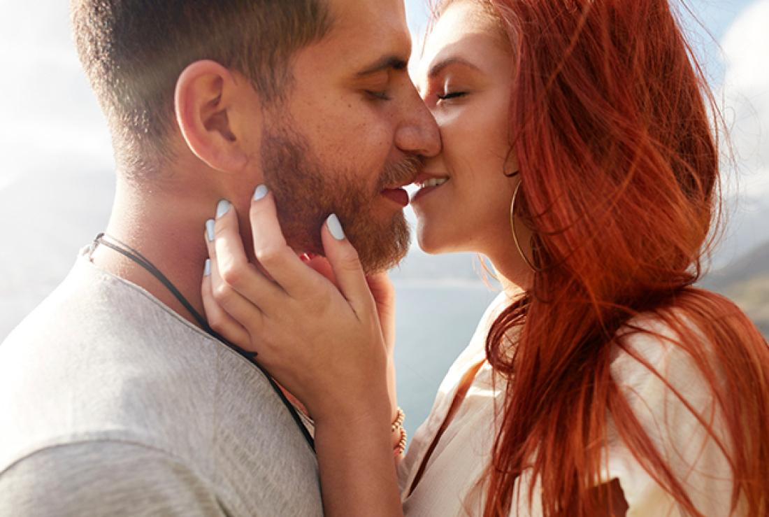 Почему мы закрываем глаза, когда целуемся? Ученые знают ответ