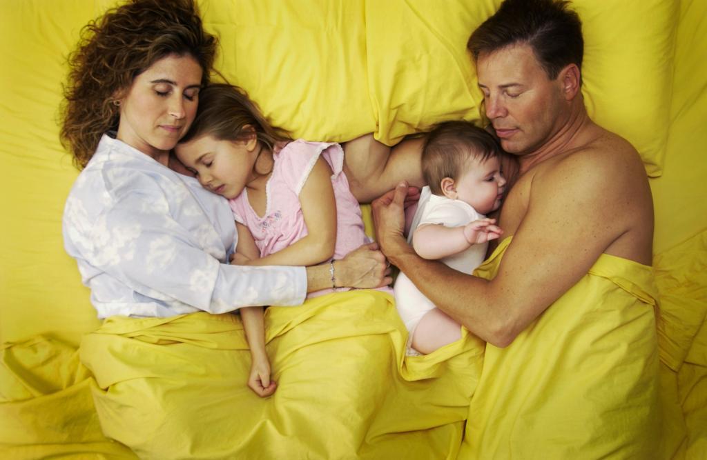 бывших супругов картинки где спит семья как-бы делится