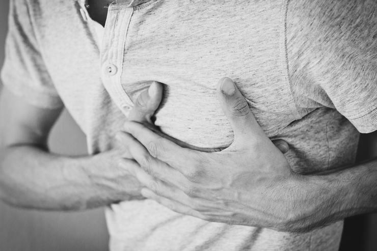 Важные сигналы организма: боль в груди, усталость, которые нельзя игнорировать