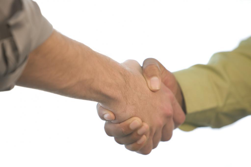 Что может рассказать о вас простое рукопожатие?