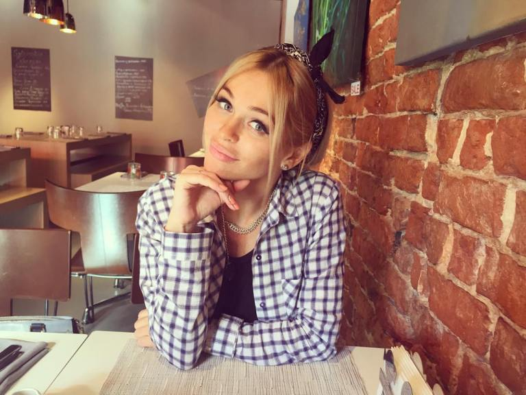 Вечно молодые: 10 российских звезд, которые выглядят, как школьники