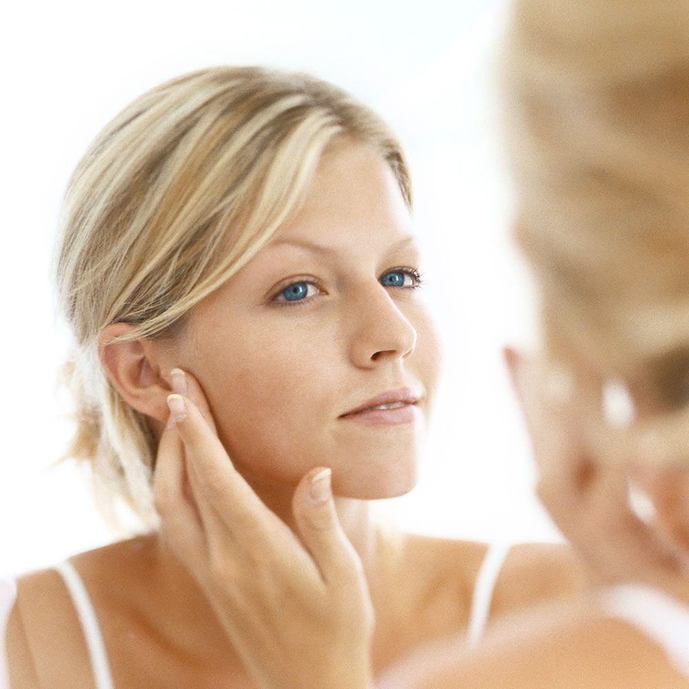 Пристальней вглядитесь в зеркало: как предсказать будущие проблемы со здоровьем по внешнему виду