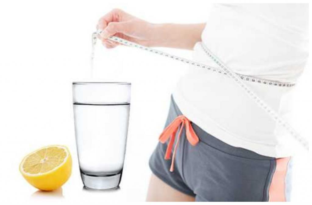 Вода с лимоном вместо таблеток: при каких проблемах со здоровьем она поможет