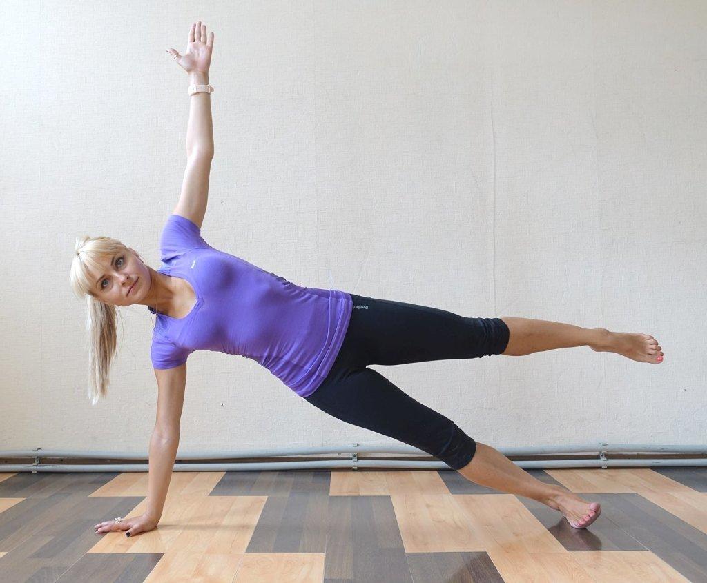 5 упражнений на дому, которые подарят рельеф за 10 минут в день