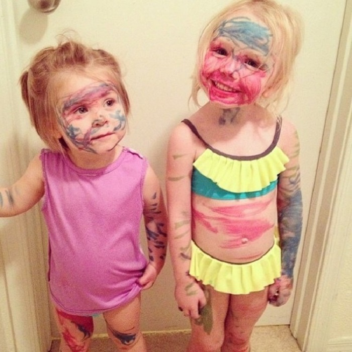 """Мамина радость или маленькая пакость? Смешные фото детишек, застигнутых на месте """"преступления"""""""