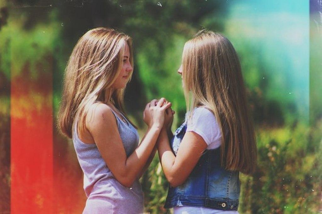 Две подруги делают друг другу приятно #7