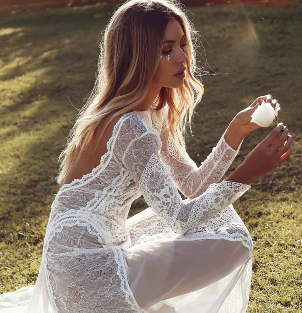 фото прозрачные платья невесты основном