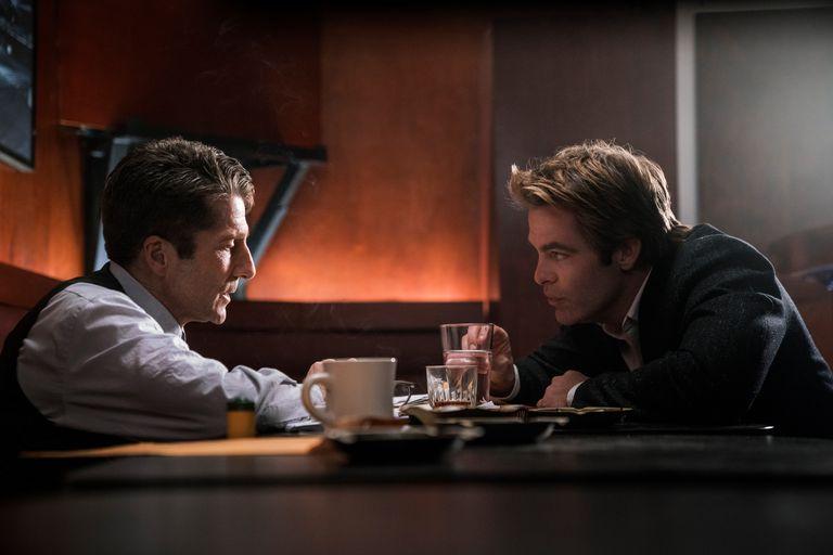 """""""Имя мне Крис Пайн"""": зрители отметили прекрасную игру актера в новом детективном сериале, основанном на реальных событиях"""