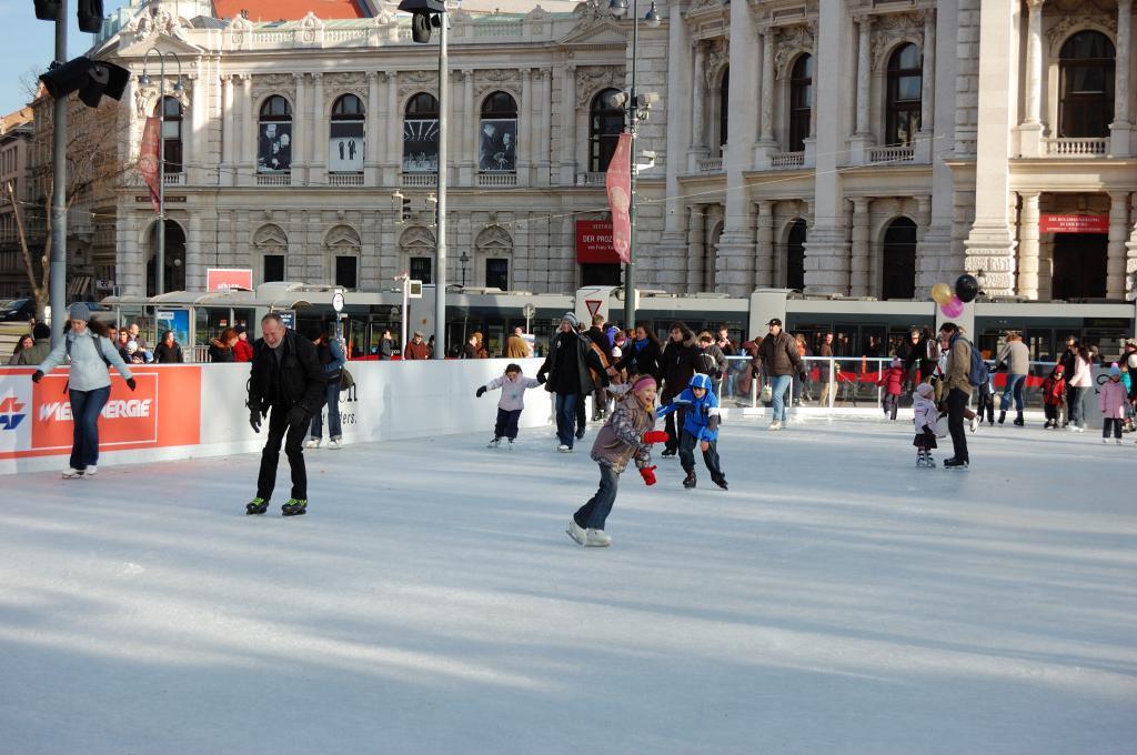 Любите кататься на коньках? Список самых крутых катков в мире
