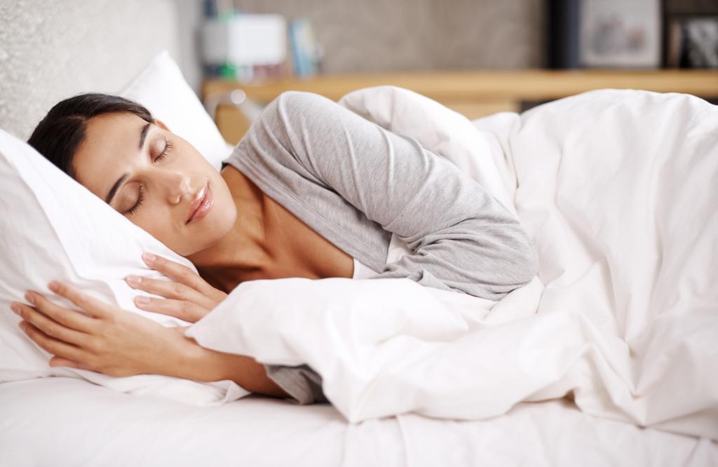 Тысячи лет люди делили ночной сон на две части, стоит ли нам вернуться к этой практике