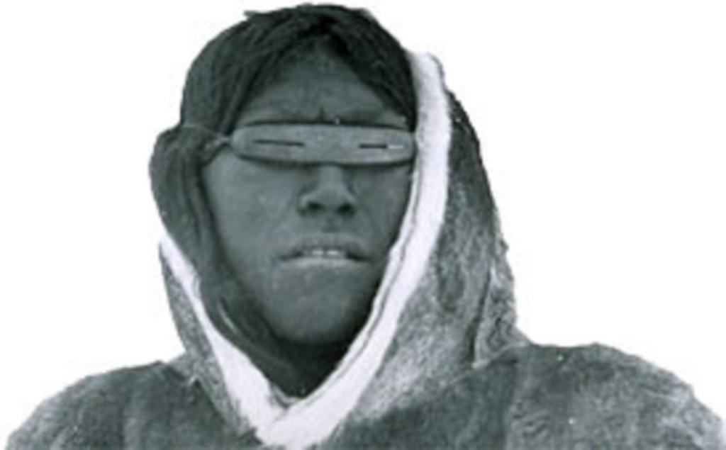Солнцезащитные очки родом со снежного Севера: как чукчи защищали глаза от солнца 2000 лет назад