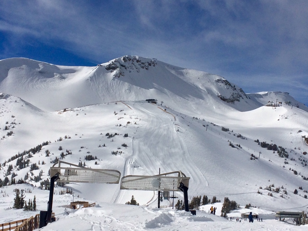 Сердечный приступ на пике горы: история выживания лихого лыжника в Калифорнии